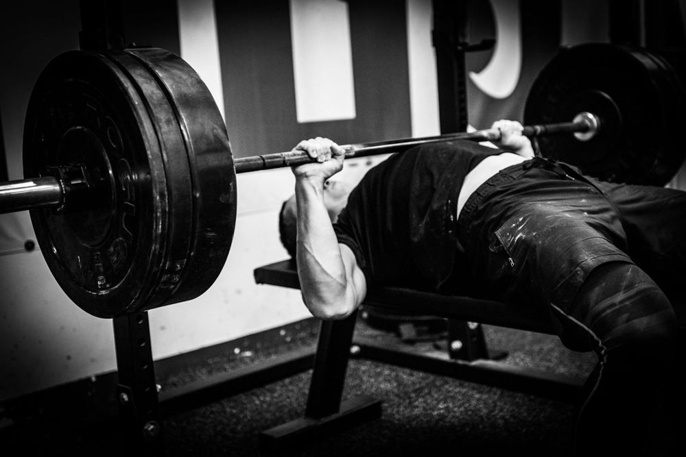 25 tipů pro silnější a bezpečnější bench press