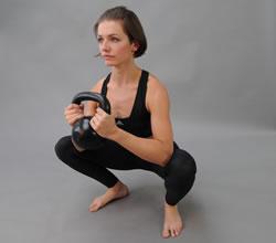kettlebell pohárový dřep (goblet squat)