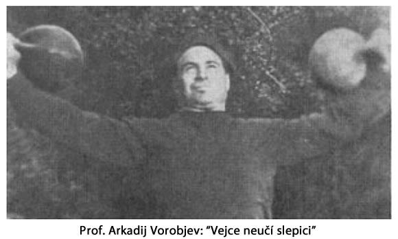 Arkadij Vorobjev cvičí s kettlebell