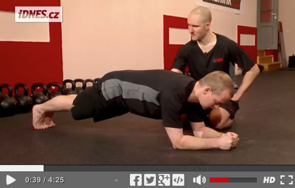 Škola síly (5): HardStyle plank - zpevnění těla od hlavy až k patě <p data-wpview-marker=