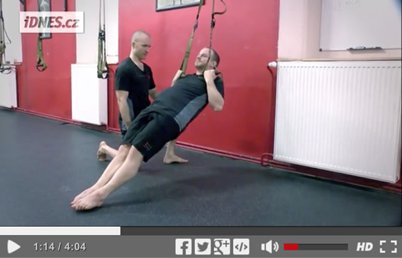 Škola síly (9): Odolná ramena a silná záda – přítahy vleže [video]