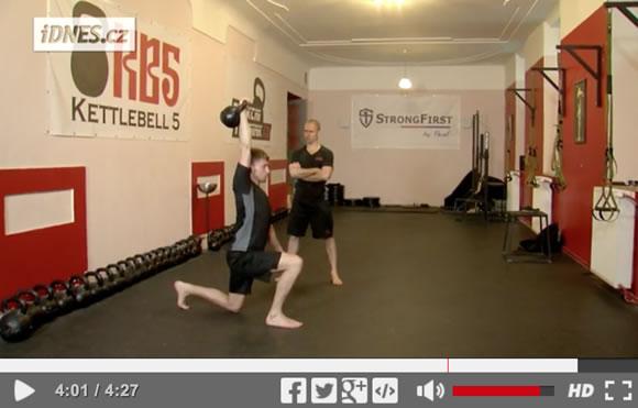 Škola síly (28): Kettlebell get-up – tvůj učitel pohybu a síly [video]