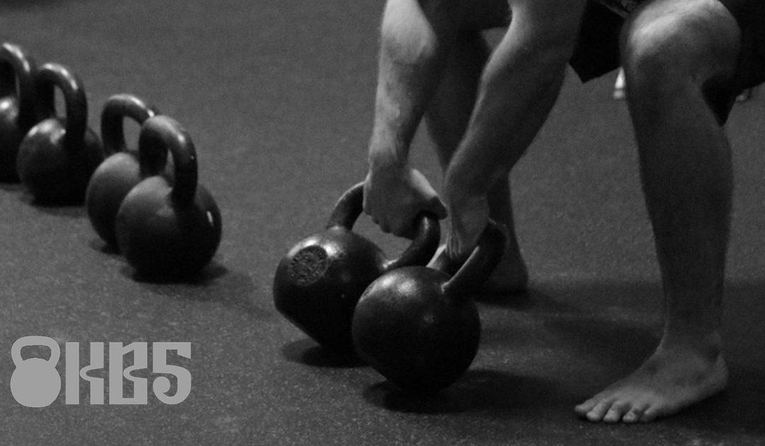 12týdenní kettlebell master program pro sílu a svaly [2 kettlebell, 3 cviky, 3x týdně]
