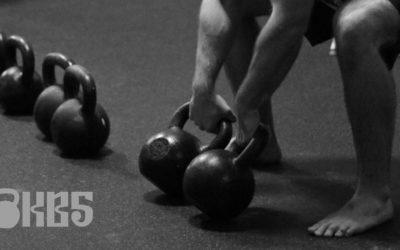 12titýdenní kettlebell master program pro sílu a svaly [2 kettlebell, 3 cviky, 3x týdně]